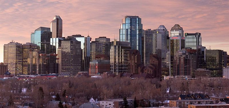 Calgary, Alberta at dawn looking south from Crescent Road. Photo by Chuck Szmurlo. Wikimedia Commons.