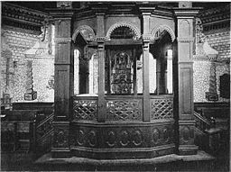 Bimah of the Wolpa synagogue. By Mathias Bersohn from Wooden Synagogues in Poland. Public domain via Wikimedia Commons